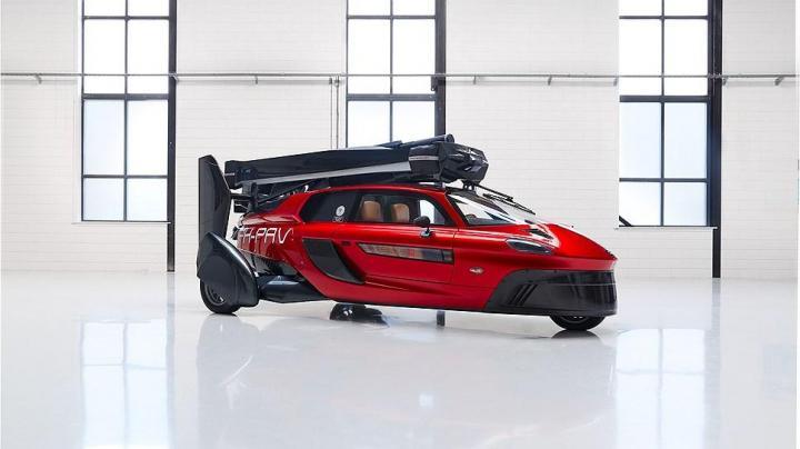 В Женеве показали летающий автомобиль