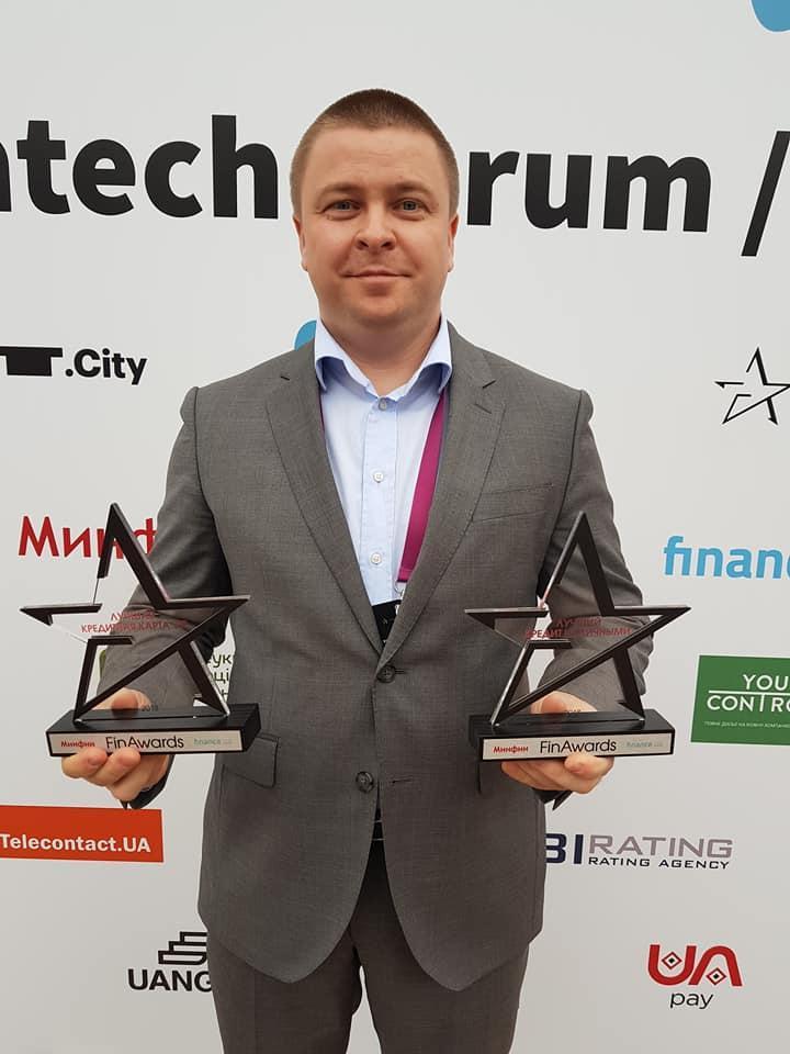 Обе награды забирал Дмитрий Полищук, директор департамента розничных партнерских продаж ПУМБ.